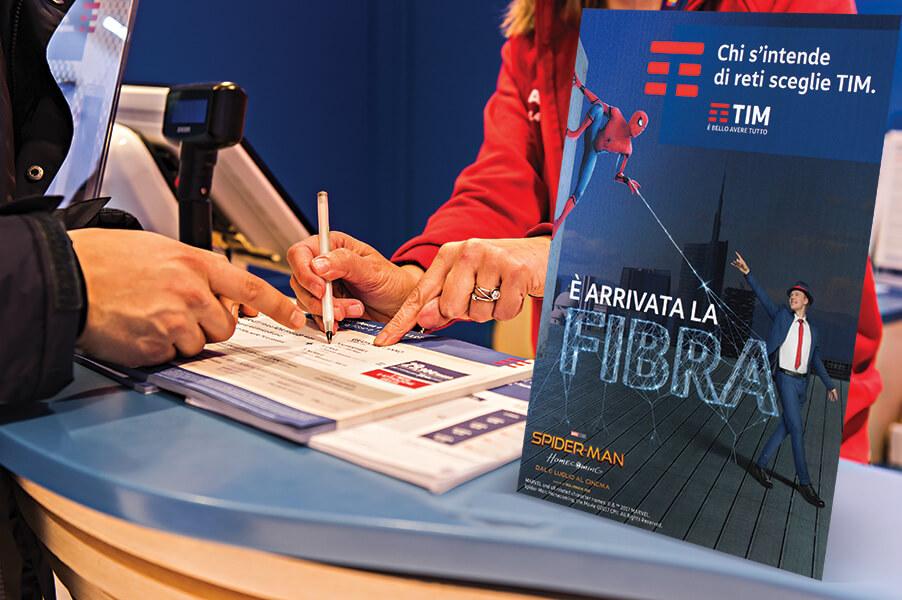 Tim 4G Retail desk display Torino